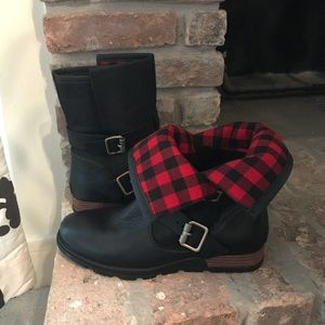Sorel boots with foldable top